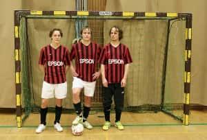 Kytölän futsal-veljekset Jukka, Mikko ja Samu pelaavat Kampuksen Dynamossa.