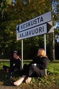 Juuso Lahtinen (vas.) ja Jemo Kettunen organisoivat Jyväskylässä keikkoja eri yleisöille, mutta molemmat ovat huolissaan alakulttuurien tulevaisuudesta yläkulttuurikaupungissa.