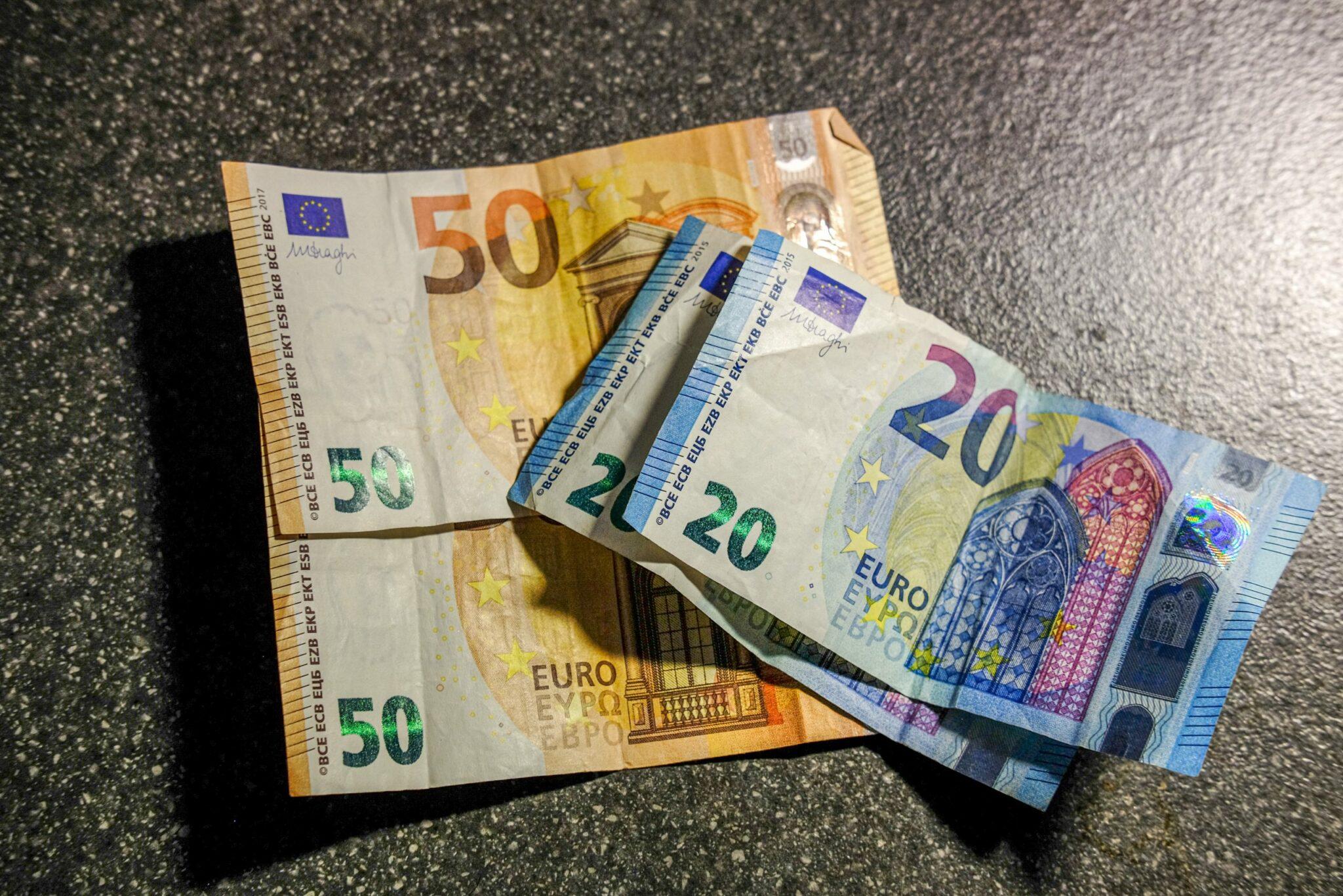 rahaa seteleitä euroja
