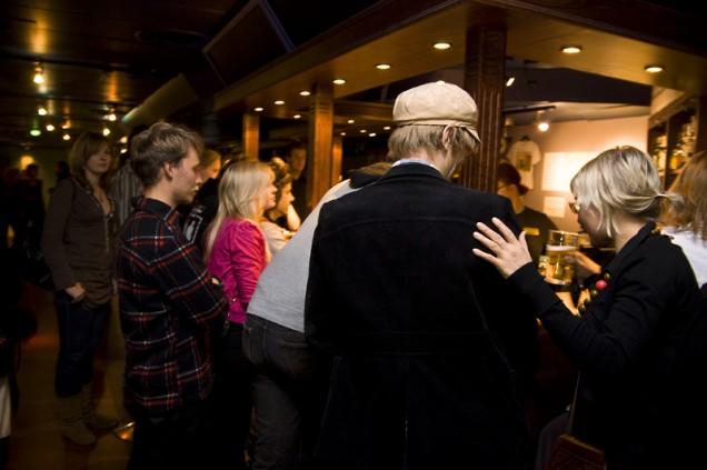 Jyväskylän yliopiston ylioppilaskunnan vaalivalvojaiset vietettiin ravintola Rentukassa Kortepohjassa. Paikka täyttyi janoisista tungokseen asti.
