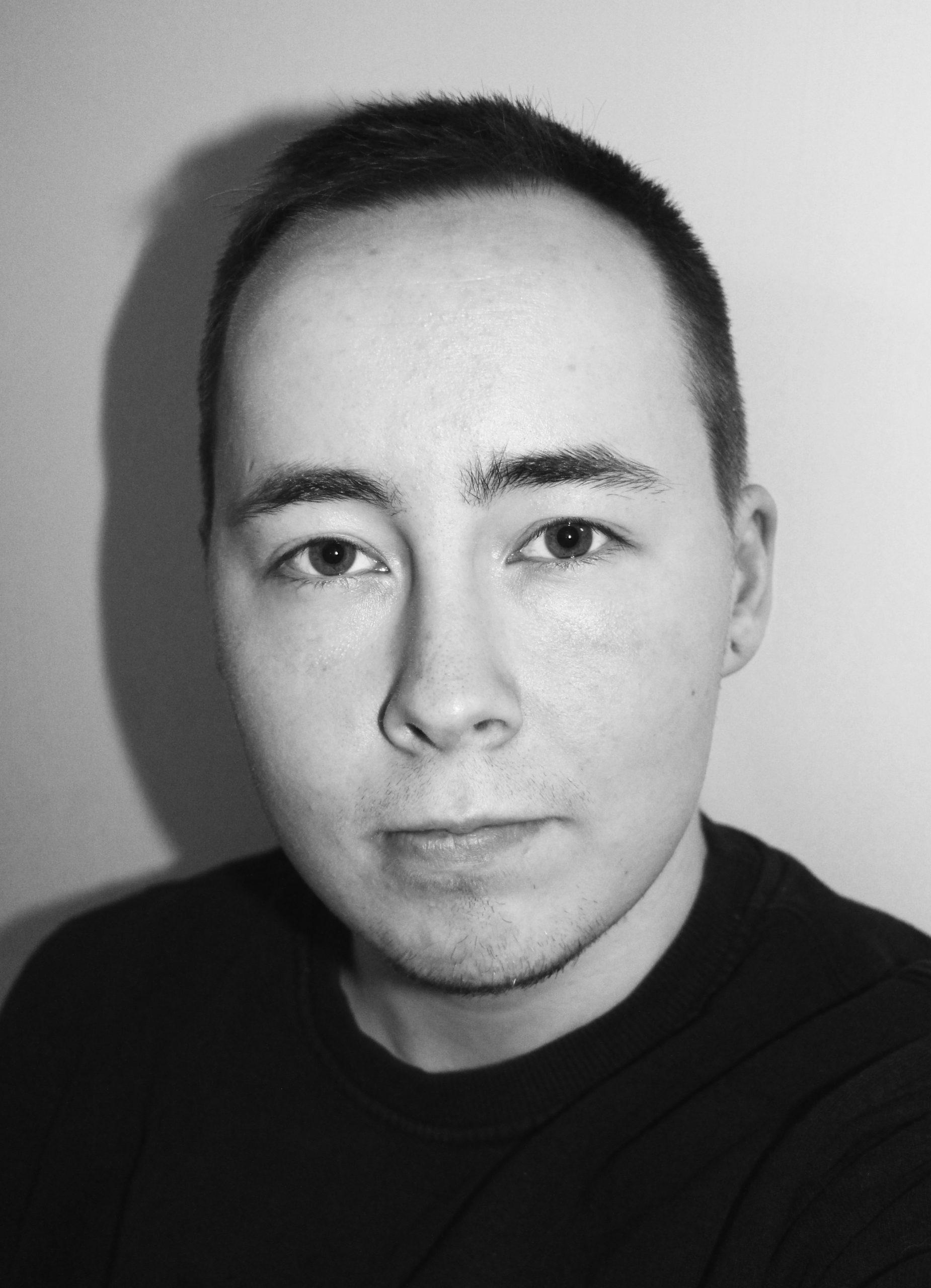 Kirjoittaja on runoileva suomen kielen ja kirjallisuuden opeopiskelija, johon vastaantulijan hymy tarttuu pahanakin päivänä.